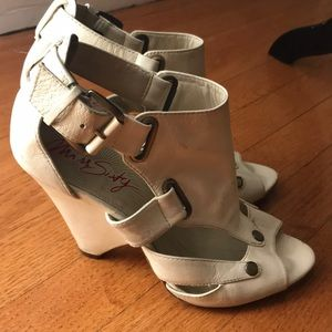 Size 37 off-white chunky heel vintage-like